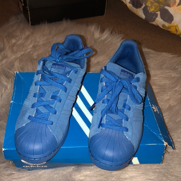 sale retailer 4f9fc 25d40 Blue Adidas shell toe